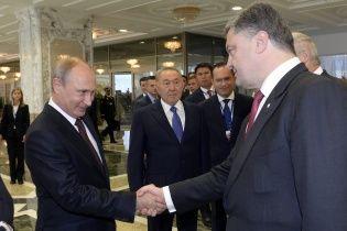 """Путін розмовляв з Порошенком """"жорстко, однозначно і досить дохідливо"""" - Пєсков про мемуари Олланда"""