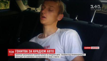 В Черновцах погоня за вором машины закончилась зрелищной аварией