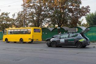 У Києві таксі Uber протаранило маршрутку
