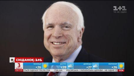 Таємні послання і зворушливі слова: яким було прощання із Джоном Маккейном