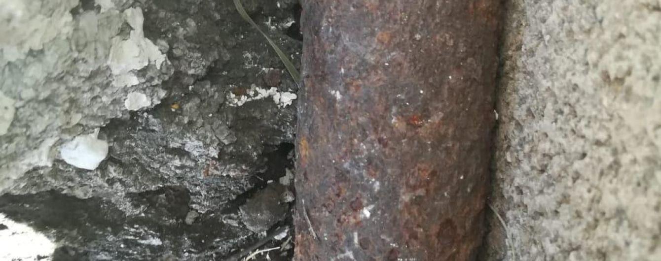 На Донетчине попытка разобрать найденный снаряд унесла жизнь 32-летнего мужчины