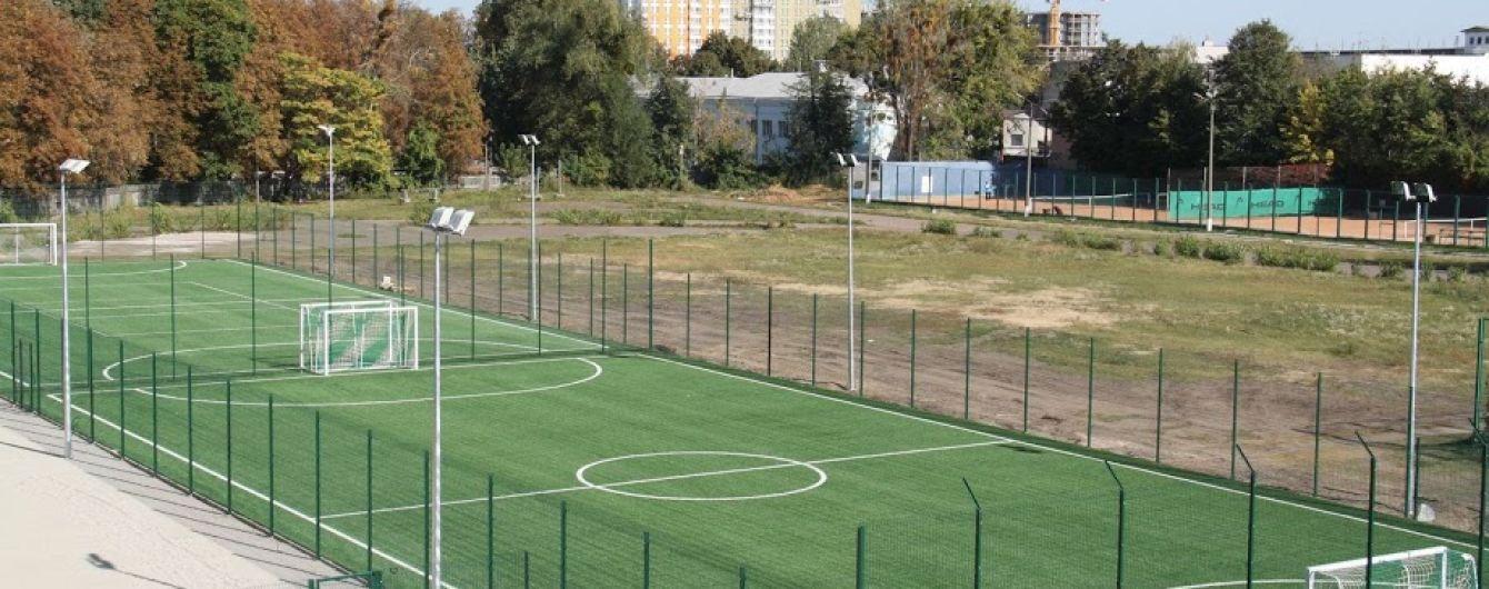 В Киеве разворовали девять миллионов гривен на ремонте футбольных полей
