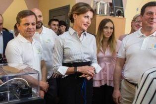 Битва образів Марини Порошенко: синя спідниця vs спідниця з розрізом