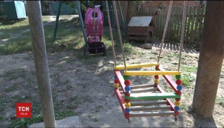 В Винницкой области умерла полуторагодовалая девочка, которую после ожогов мама лечила марганцовкой