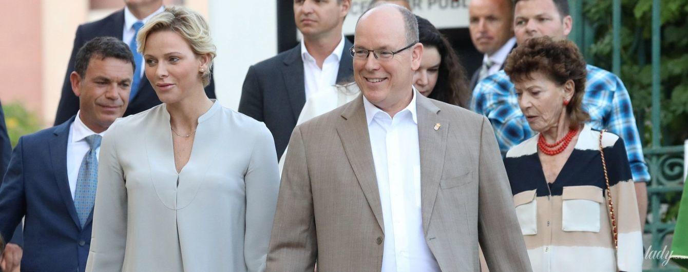 Стильная княгиня Шарлин с мужем и детьми посетила торжественное мероприятие