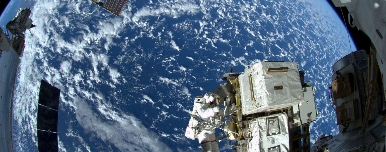 И так сойдет: российский конструктор пытался починить трещину в космическом корабле клеем