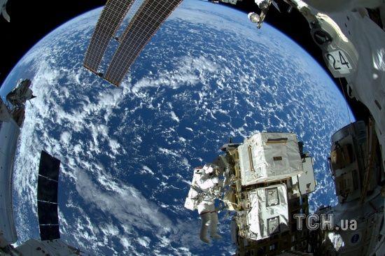 І так зійде: російський конструктор намагався полагодити тріщину в космічному кораблі клеєм