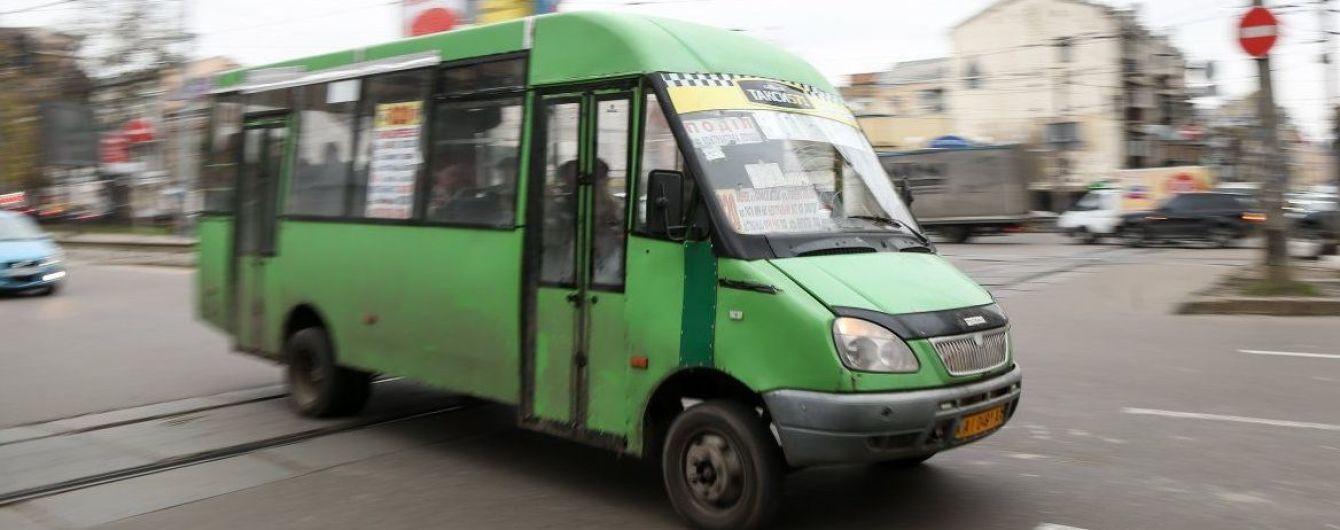 У Києві чоловік помер після того, як його виштовхнули з маршрутки