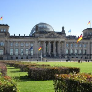 Самый большой ужас Польши: немецкий парламент может принять закон, который значительно упростит миграцию