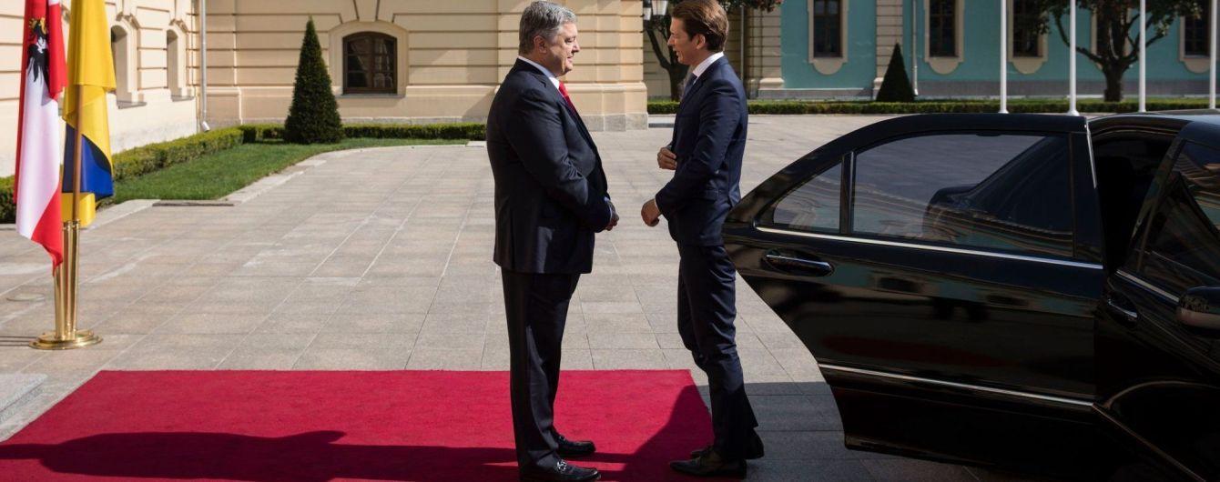 Порошенко встречается с канцлером Австрии с глазу на глаз в Мариинском дворце