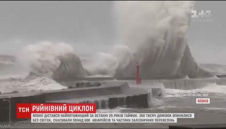 """Опасный тайфун """"Джеби"""" в Японии оставил без электричества 350 тысяч домов"""