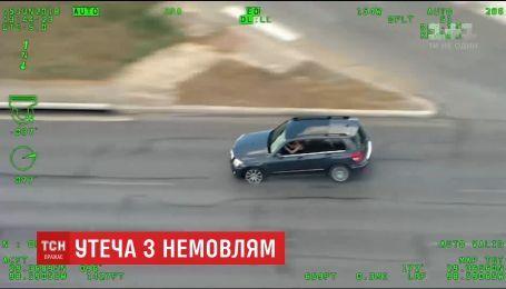В США женщина устроила побег от полиции с ребенком в машине