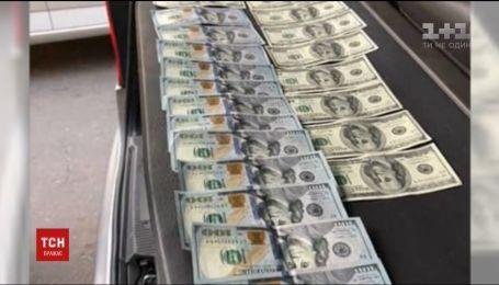 Руководителя госслужбы геологии и недр задержали на взятке в 3 тысячи долларов