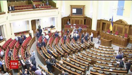Изменения в Конституцию и отмена неприкосновенности: что еще ждать от 9 сессии Верховной Рады