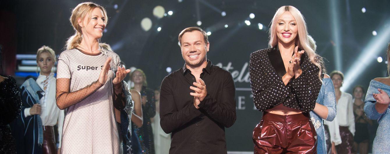 Звезды показа Andre Tan: Полякова в мини-шортах, Никитюк в прозрачном платье, Димопулос – в белом