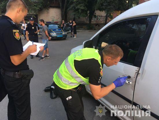 На Рівненщині невідомі в масках вчинили збройний напад на авто та викрали майже 2 млн гривень
