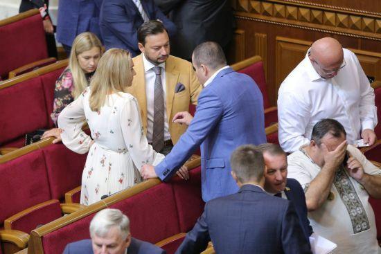 Рада розглядає законопроект про введення воєнного стану в Україні