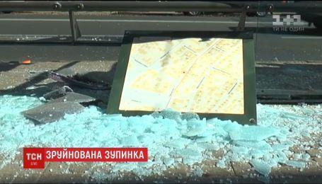 В Харькове троллейбус разбил остановку, на которой люди