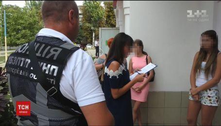 В Запорожье задержали женщину, которая продавала за границу девушек в сексуальное рабство