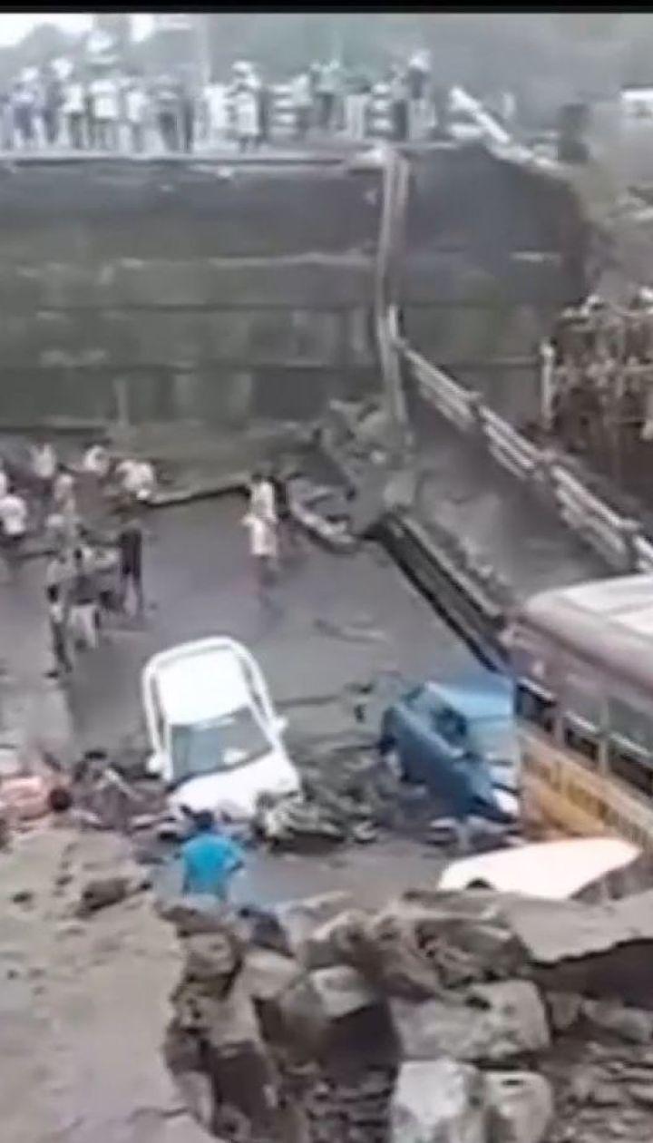 На сході Індії стався обвал мосту на переповненій автотрасі