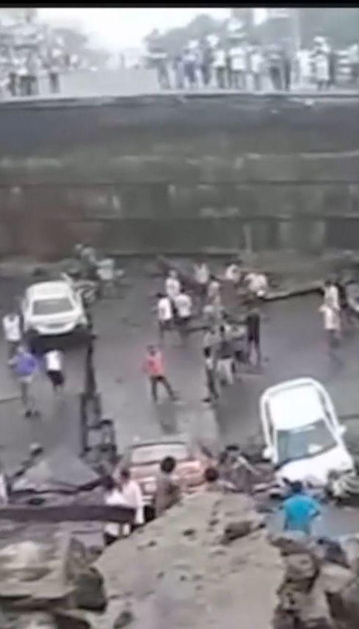 На востоке Индии произошло обрушение моста на переполненной автотрассе