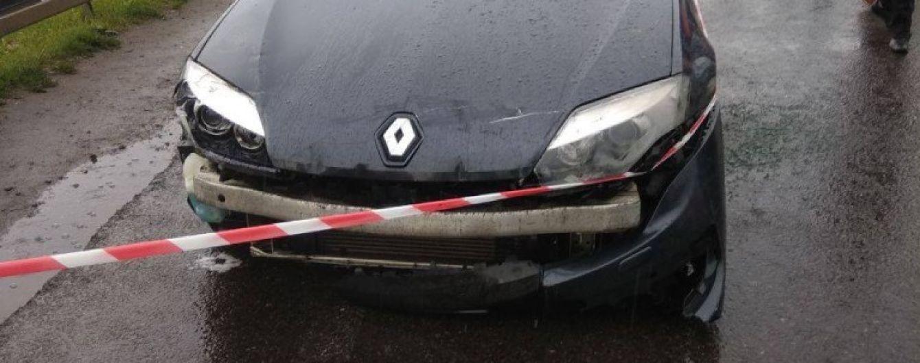 На Львовщине иностранец на автомобиле протаранил пограничный пункт