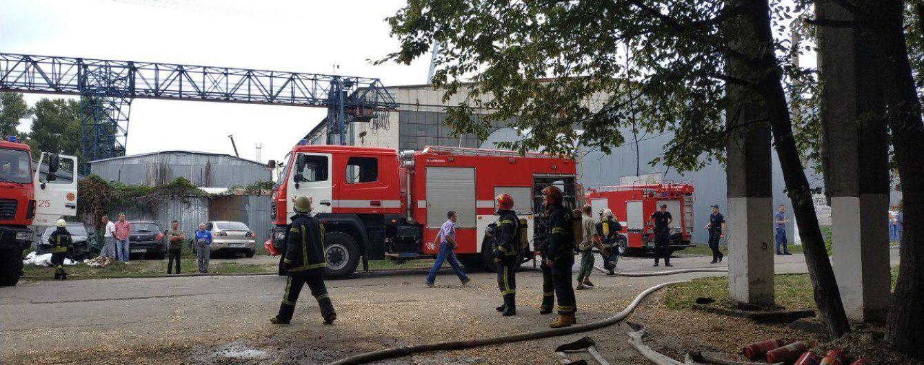В Киеве на Подоле произошел пожар на судоремонтном заводе