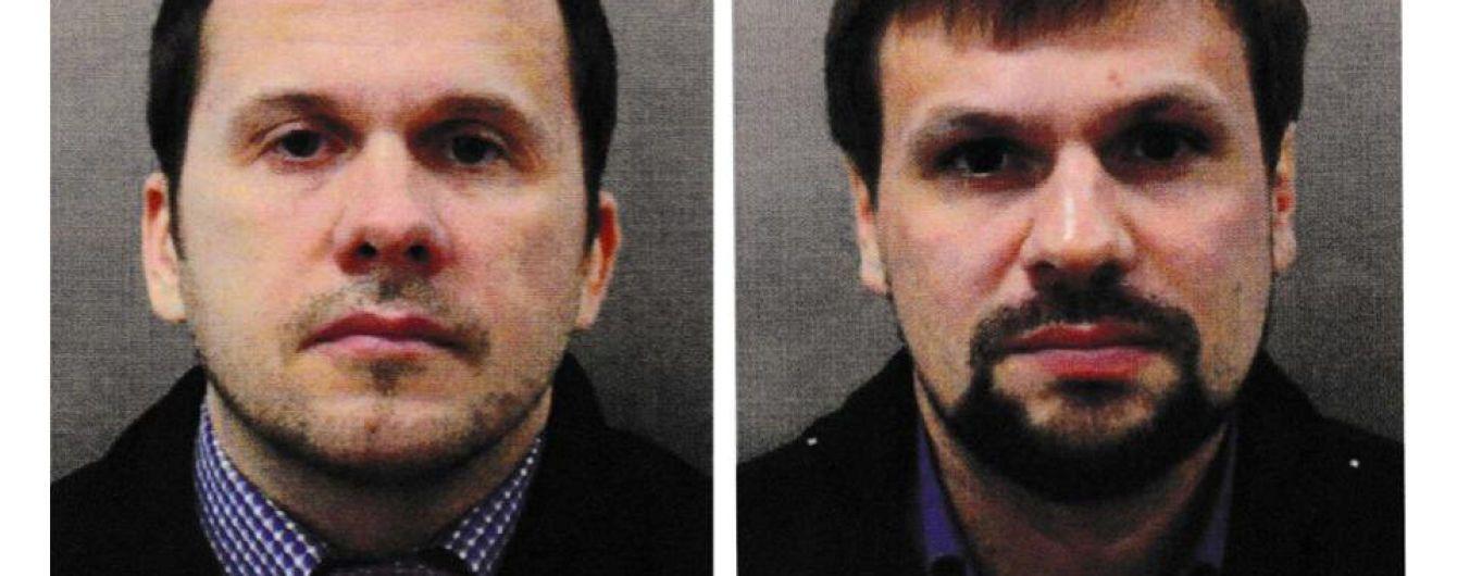 """Похожие номера паспортов и поездки по Европе: российские СМИ выяснили подробности об """"отравителях"""" Скрипалей"""