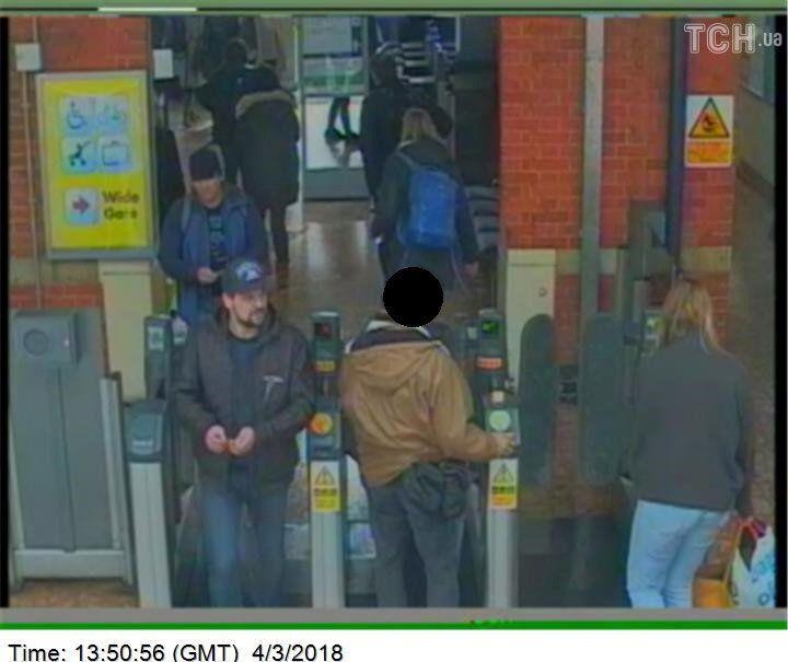 Підозрювані в отруєнні Скрипалів, фото з камер спостереження_3