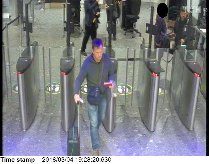 Підозрювані в отруєнні Скрипалів, фото з камер спостереження_2