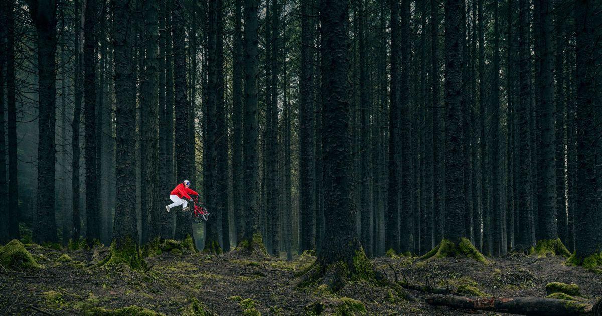 Велосипедист делал трюки в местах, где снимали культовый сериал