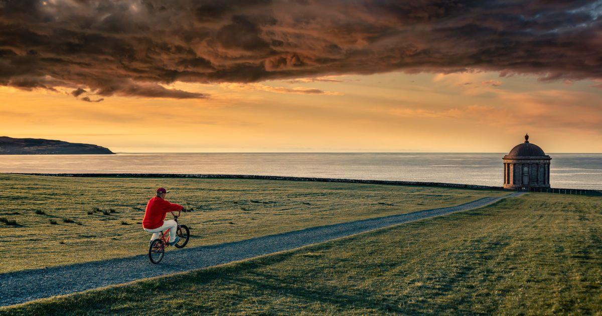 Велосипедист робив трюки у місцях, де знімали культовий серіал