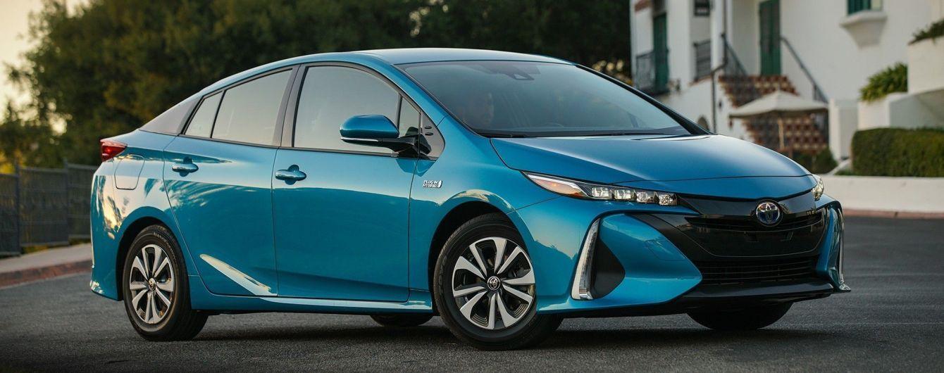 Мільйон Toyota Prius та C-HR відкликають через дефект проводки
