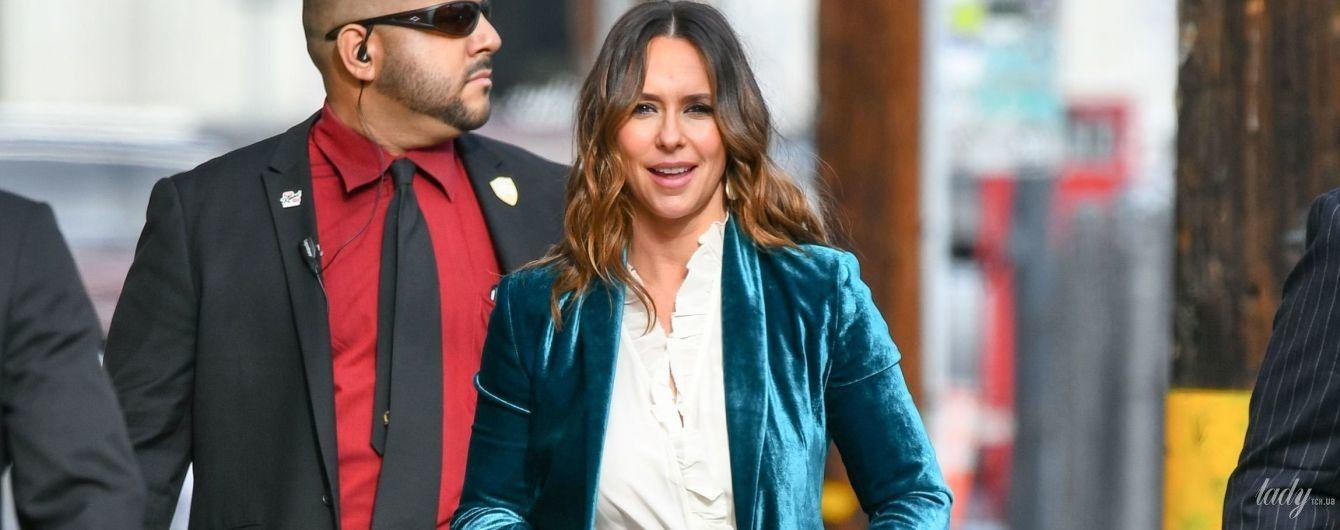 В костюмі за тисячу доларів і з сумочкою Louis Vuitton: Дженніфер Лав Гюітт в Лос-Анджелесі