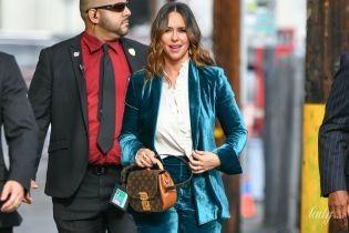 В костюме за тысячу долларов и с сумочкой Louis Vuitton: Дженнифер Лав Хьюитт в Лос-Анджелесе