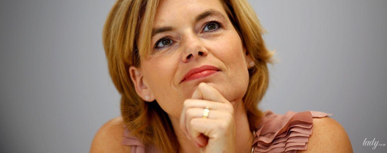 У пудровій блузці і з гарним макіяжем: міністр сільського господарства Німеччини на інтерв'ю