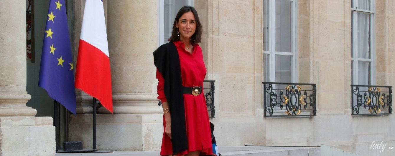 Снова в коротком: младший министр экологии Франции подчеркнула стройные ноги красным платьем