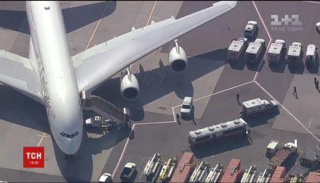 100 пассажиров заболели во время полета авиарейса из Дубаи в Нью-Йорк