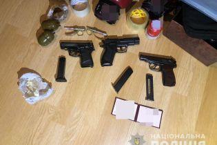 Стрілянина на ринку в Києві. У затриманого злочинця вдома виявили арсенал зброї