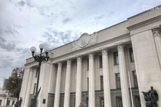Во время завершения последнего пленарного заседания в Раде осталось чуть больше десяти депутатов