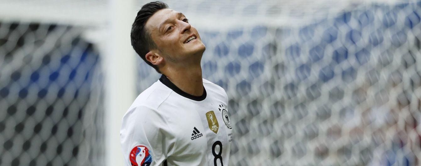 Тренер збірної Німеччини про скандал з Озілом: він дав зрозуміти всім, що закрив двері в збірну