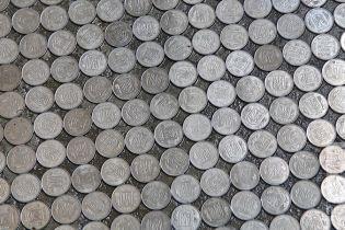 У школі в Кривому Розі підлогу зробили з 5-копійчаних монет