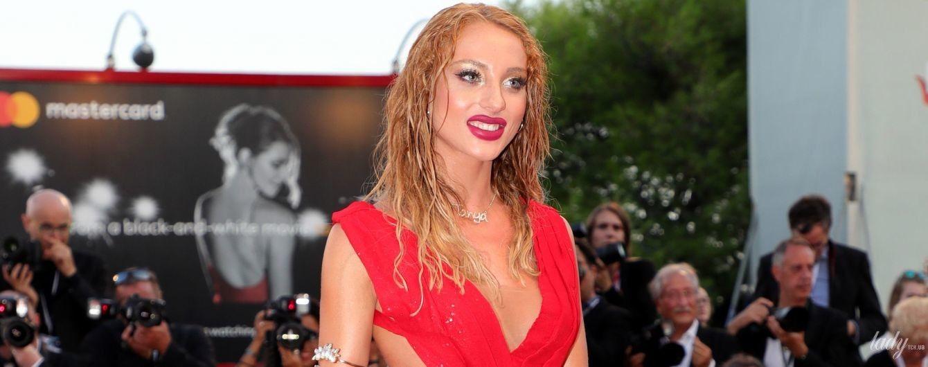 Дуже відверто: гостя Венеційського кінофестивалю вийшла на червоний хідник без трусів