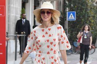 В платье с сердечками и сумкой за четыре с половиной тысячи долларов: Наоми Уотс в Венеции
