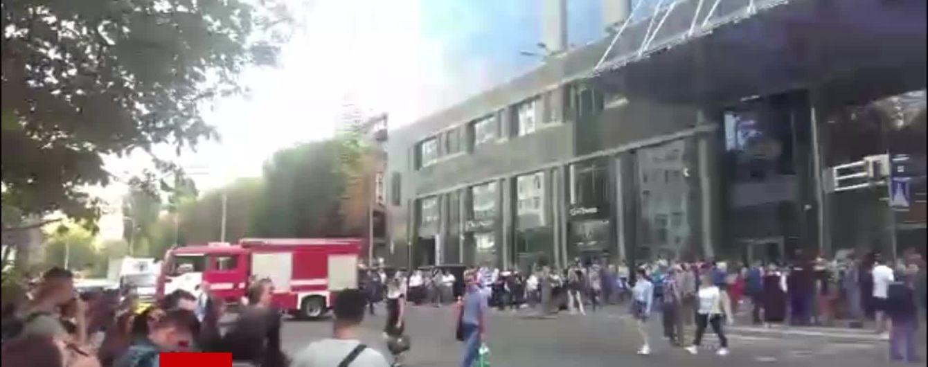 """Бизнес-центр """"Парус"""" в Киеве частично эвакуировали из-за задымления"""