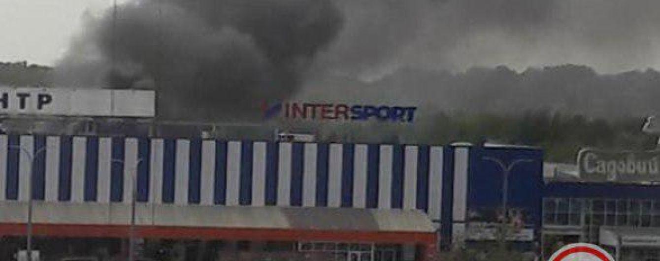 """На окружной Киева возле """"Эпицентра"""" произошел крупный пожар"""