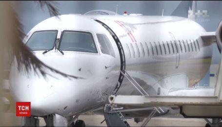 У США госпіталізували десятеро осіб, що занедужали під час рейсу Дубаї-Нью-Йорк
