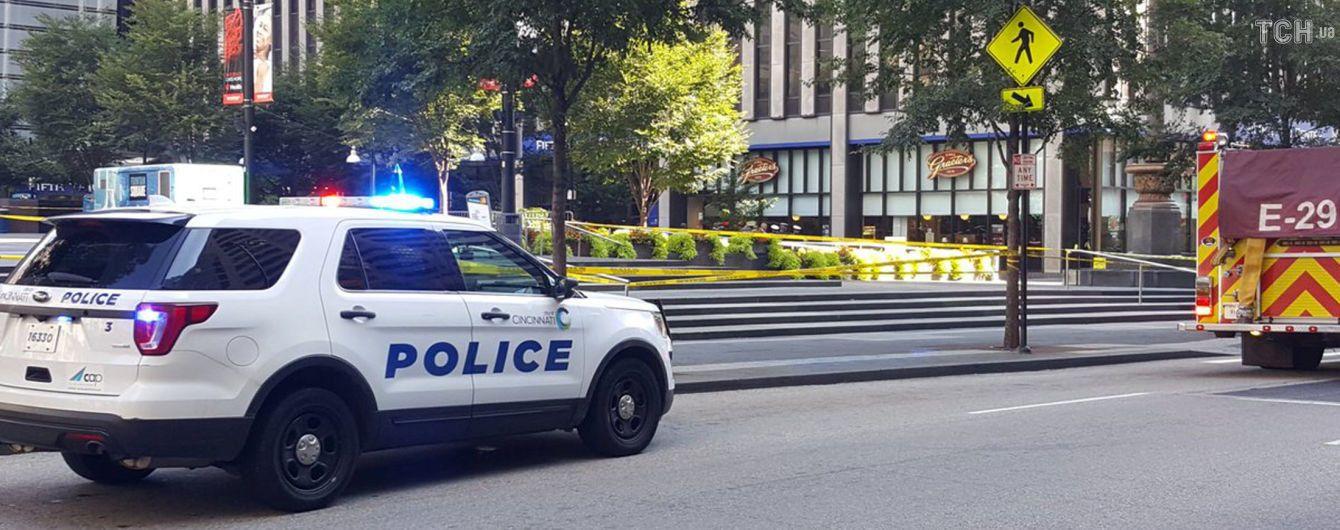У США невідомий влаштував стрілянину в банку, є жертви