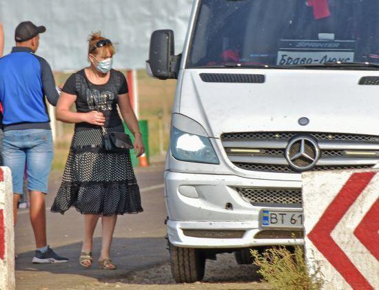 Мешканці сіл на Херсонщині розповіли про вибухи, після яких почались проблеми із здоров'ям