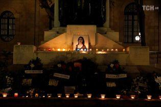 Свічки та квіти: на Мальті вшановують пам'ять журналістки, яка розслідувала Panama Papers
